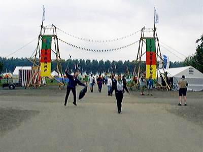 de toegangspoort van het scouts-subkamp
