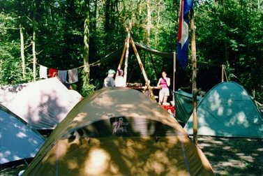 First: ons kampement - gezellig in de bosjes